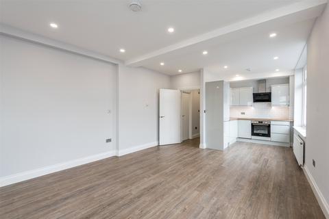 1 bedroom flat for sale - Massetts Road, Horley, Surrey, RH6
