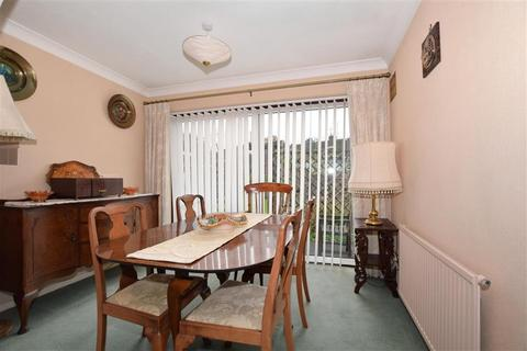 2 bedroom semi-detached bungalow for sale - Trapfield Close, Bearsted, Maidstone, Kent