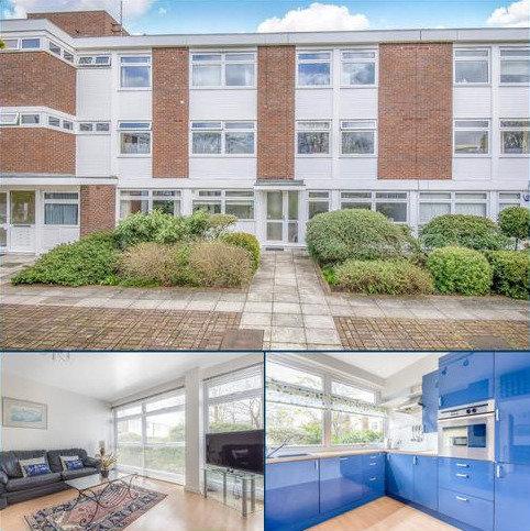 3 bedroom flat for sale - Sweyn Place London SE3