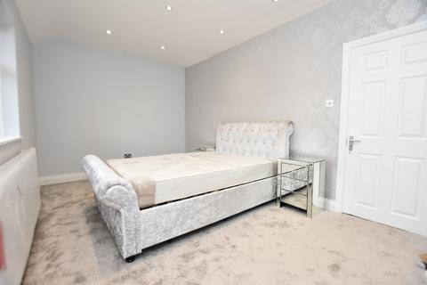 2 bedroom terraced house to rent - RM8 2JQ