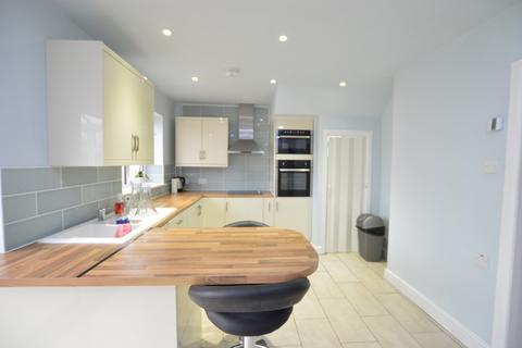 3 bedroom semi-detached house to rent - Ellis Avenue, Slough