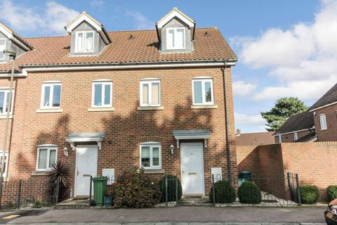 3 bedroom end of terrace house for sale - Gardenia Road, Bickley, Bromley, BR1 2FH