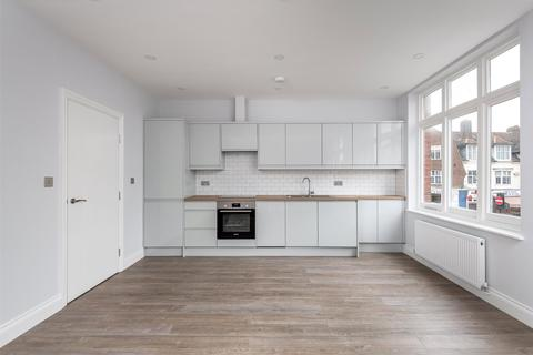 2 bedroom flat for sale - Massetts Road, Horley, Surrey, RH6