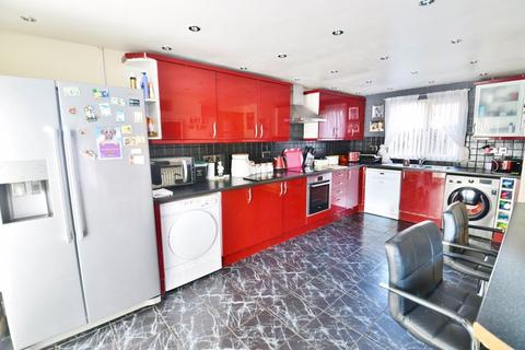 3 bedroom terraced house for sale - Kerrier Close, Manchester
