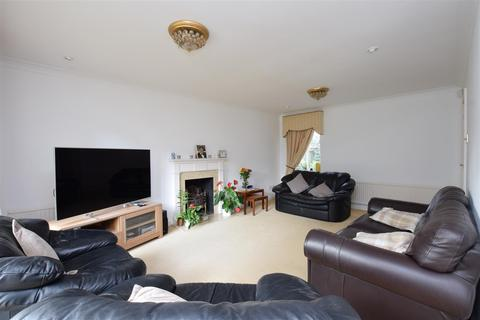 5 bedroom house to rent - Bridleway Close, East Ewell