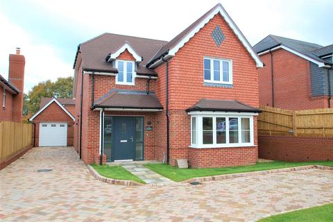 4 bedroom detached house to rent - Highfield Gardens, Liss