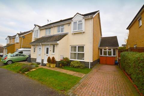 3 bedroom semi-detached house for sale - Kidner Close, Bushmead, Luton, Bedfordshire, LU2 7SX