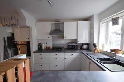 3 bedroom semi-detached house to rent - Cell Farm Avenue, Old Windsor, Windsor, SL4