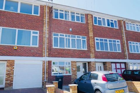 4 bedroom terraced house to rent - Tomswood Hill, Barkingside. IG6