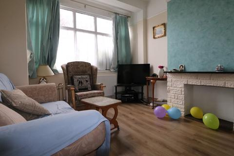 3 bedroom terraced house to rent - Whites Avenue, Ilford, Essex, IG2