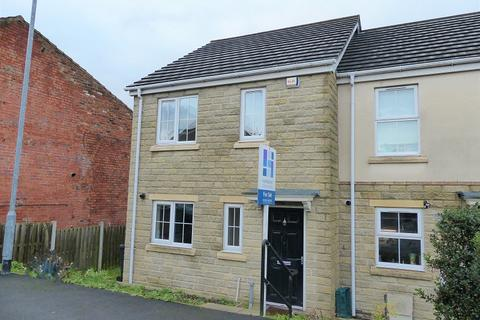 3 bedroom end of terrace house for sale - Redberry Avenue, Heckmondwike, West Yorkshire. WF16 9FD