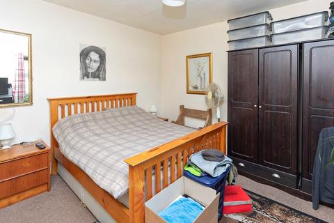 2 bedroom flat for sale - Holdenhurst Road, 2 Double Bedrooms