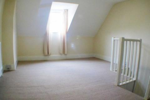 3 bedroom terraced house to rent - STUDENT LET 3 bedroom Granby Gardens, Reading