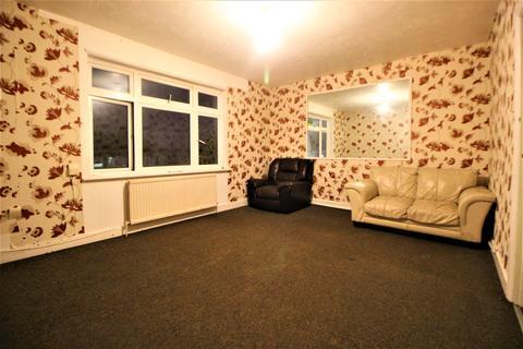 2 bedroom flat to rent - Whalebone Lane South