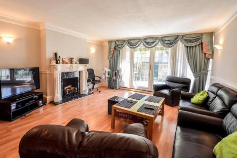 3 bedroom terraced house to rent - West Arbour Street, London, E1