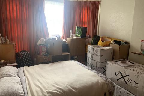 Studio to rent - Palmerston Cresent, Palmers Green, N13