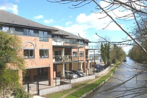 2 bedroom flat to rent - Canal Side House