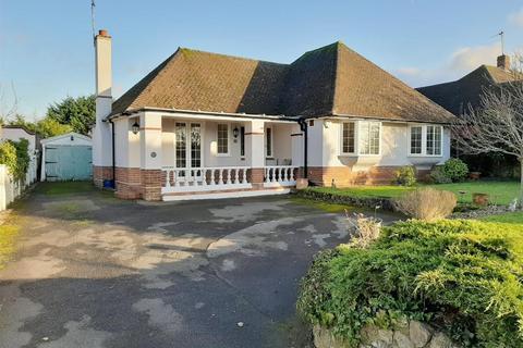 4 bedroom bungalow for sale - Faversham Road, Ashford, TN24