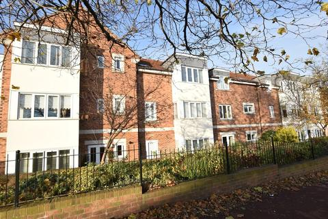 2 bedroom apartment for sale - Orchard Court, Fulwell