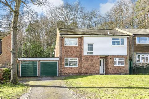 4 bedroom detached house to rent - Frimley, Camberley, GU16