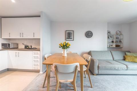 2 bedroom apartment for sale - Admiral House, St George Wharf, SW8