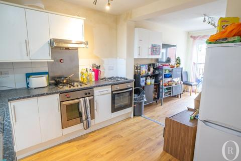 8 bedroom terraced house to rent - 8 Bed Student House, Clarendon Park Road