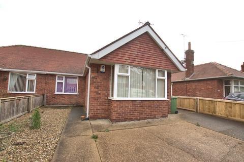 2 bedroom semi-detached bungalow for sale - Lambert Road, Bridlington