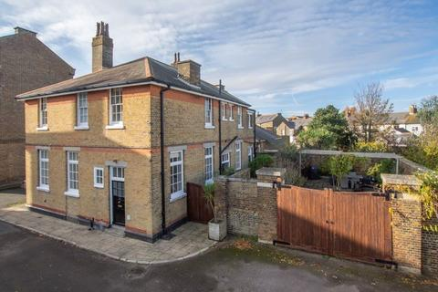 4 bedroom semi-detached house for sale - Walmer