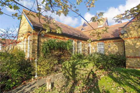 1 bedroom bungalow for sale - The Lodge, Hornchurch Road, Hornchurch, RM11