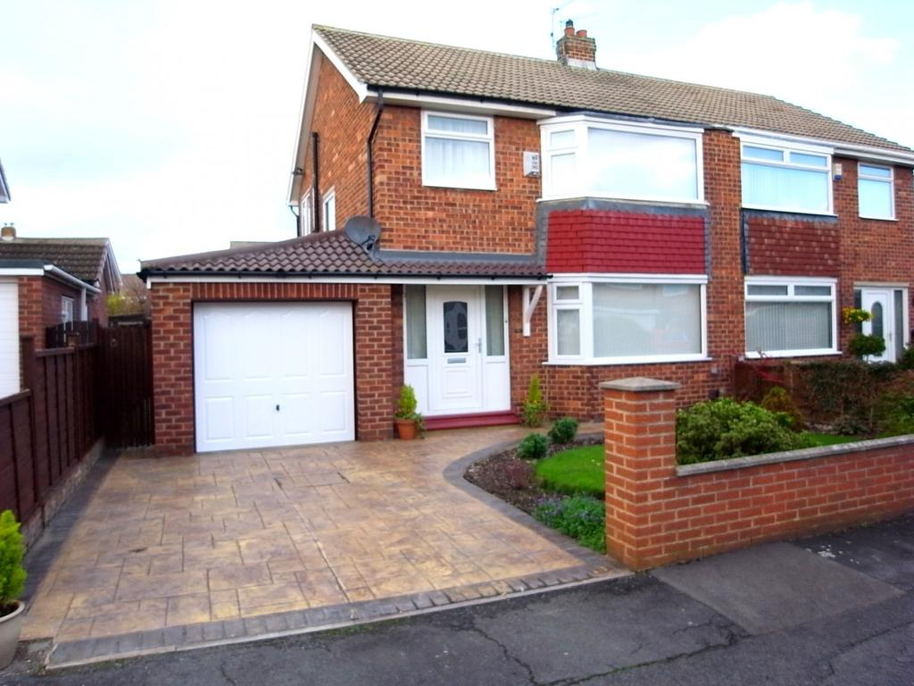 3 Bedrooms Semi Detached House for sale in Fontwell Close, Stockton-On-Tees, TS19