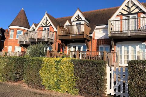 3 bedroom semi-detached house to rent - BOURNE END