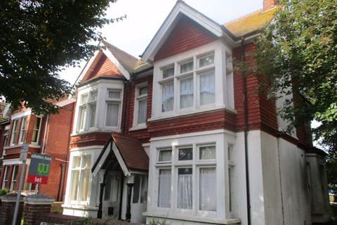 Studio to rent - Warwick Gardens, West Sussex