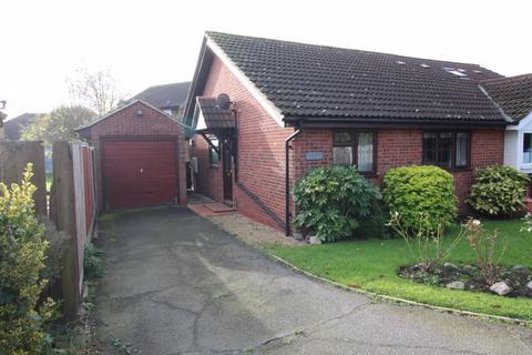 2 bedroom bungalow to rent - Two Bedroom Semi-Detached Bungalow - WICKFORD