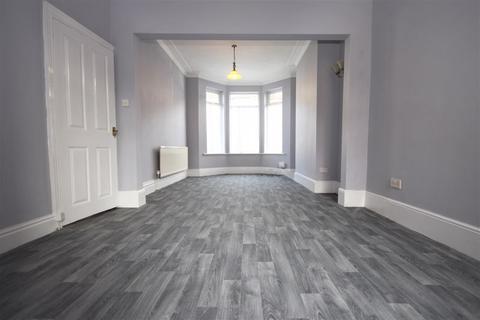 3 bedroom terraced house to rent - Westminster Avenue, Hull, HU8
