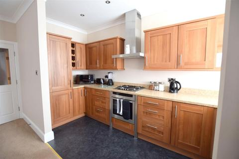 2 bedroom flat to rent - 5 Saxon House St Peters Ave