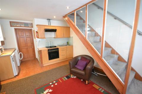 3 bedroom terraced house for sale - Montague Road, Clarendon Park, Leicester