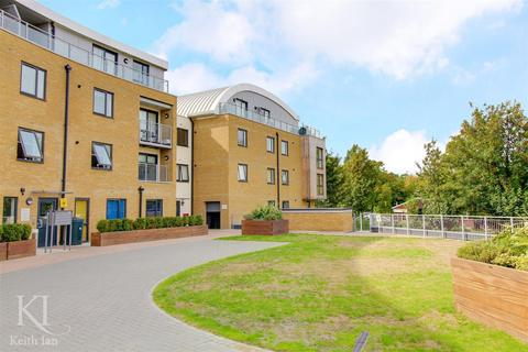 2 bedroom apartment for sale - Smeaton Court, Hertford - Larger Style Two Bedroom Apartment with Balcony