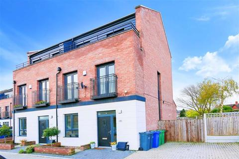 5 bedroom townhouse for sale - Michaels Close, Northenden, Manchester