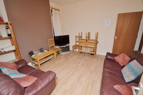 5 bedroom house to rent - Trinity Avenue, NG7 - UON
