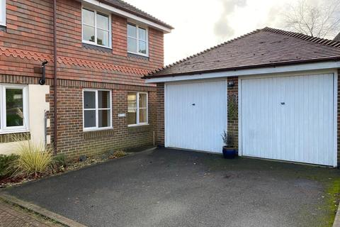 3 bedroom semi-detached house for sale - Black Eagle Close, Westerham