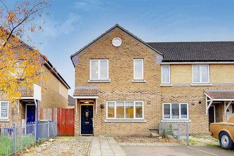 3 bedroom end of terrace house for sale - Kariba Close, London