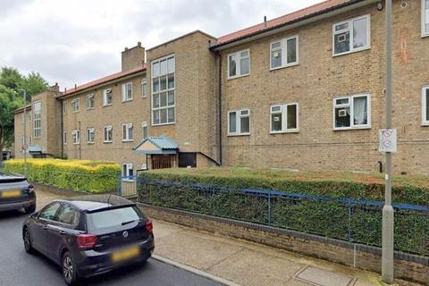 2 bedroom flat for sale - Thursley Gardens , Wimbledon Common , SW19