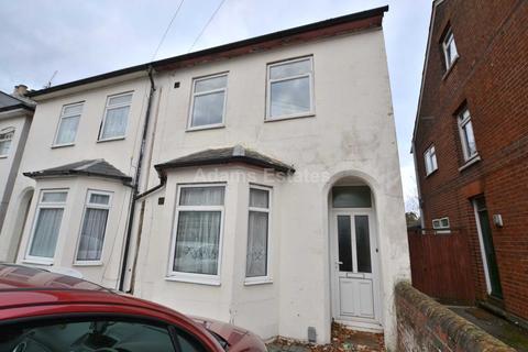 5 bedroom semi-detached house - Crescent Road, Reading