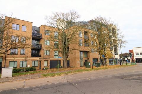 2 bedroom flat for sale - Russells Crescent, Horley, Surrey. RH6 7GW