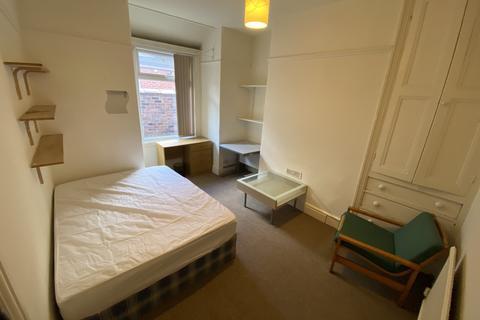 3 bedroom terraced house to rent - Deyne Avenue, Rusholme, Manchester M14