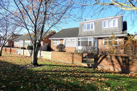 3 bedroom bungalow to rent - Costain Grove, Stockton-On-Tees, TS20