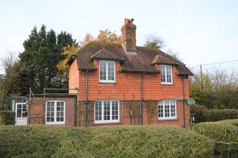 3 bedroom detached house to rent - Bagshot, Hungerford