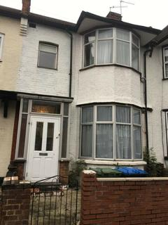 3 bedroom terraced house to rent - Fernbank Avenue, Greenford, Middlesex, HA0