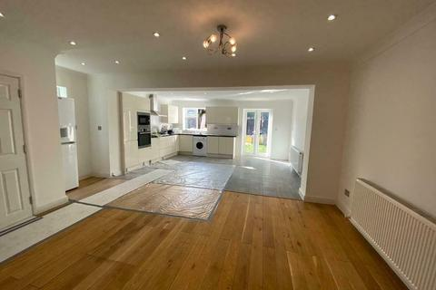 4 bedroom semi-detached house to rent - Conway Road, Feltham, Middlesex, TW13
