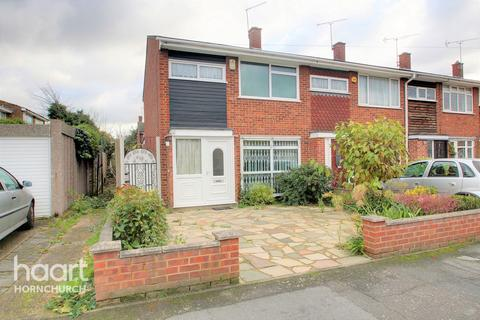 3 bedroom end of terrace house for sale - Petworth Way, Hornchurch
